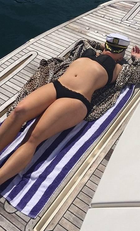 Kelly Osbourne: pretinho básico no beachwear Foto: Reprodução/ Instagram