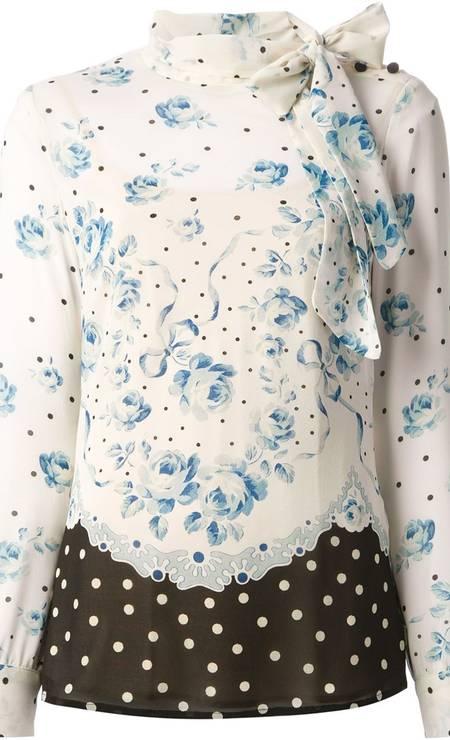 Blusa da Red Valentino. De R$1606 por R$ 803 na Farfetch (www.farfetch.com.br) Foto: Divulgação