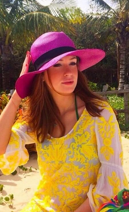 O mesmo vestidinho com um chapéu vibrante Foto: Reprodução/ Instagram