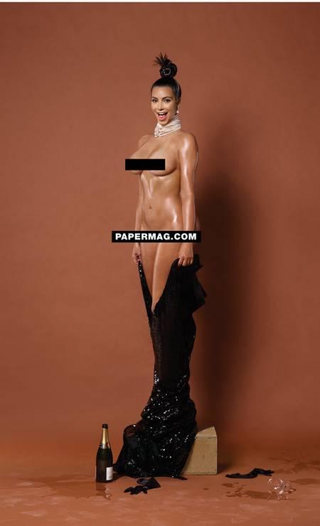 """Acostumada a circular com looks mais badalados das passarelas, Kim Kardashian tirou a roupa para o ensaio mais ousado de sua carreira. Depois de divulgar as opções de capa, a """"Paper"""" revelou o restante do ensaio na noite desta quarta-feira. Nos novos cliques de Jean Paul Goude, a socialite aparece nua Foto: Revista Paper"""
