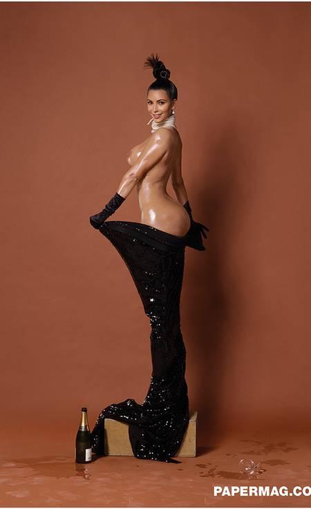 No ensaio feito pelo fotógrafo francês, a estrela é o derrière da socialite Foto: Revista Paper