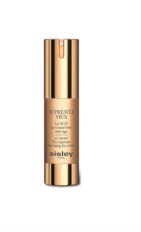 Na década de 1970 pelo conde francês Hubert d'Ornano e sua mulher, Isabelle, a Sisley traz neste mês o Supremÿa Yeux La Nuit (R$ 1.200), um creme para a área dos olhos que promete o mesmo efeito do best-seller da marca, o Supremÿa La Nuit para o rosto. Segundo a Sisley, o diferencial desse anti-idade está na combinação de extratos de açaí, levedura, soja e cafeína à fórmula exclusiva Phyto-Complex LC12, que faz com que a ação do produto se prolongue por até 12 horas. (shampoocosmeticos.com.br) Foto: Divulgação / Divulgação