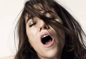"""Charlotte Gainsbourg em """"Ninfomaníaca"""": orgasmos são melhores com homens ricos e engraçados, sustenta estudo"""