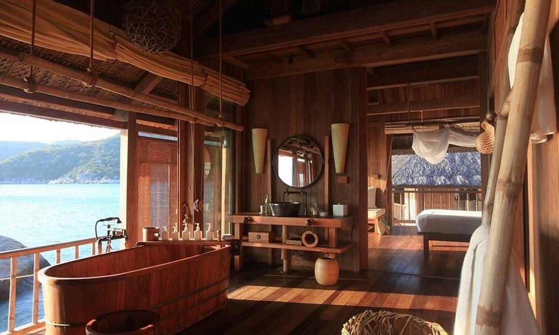 No interior do quarto de 154 m², a banheira tem destaque © Six Senses