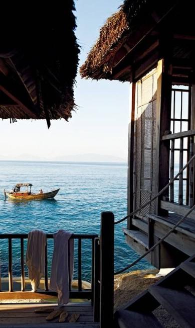 Com vista para um coral e encrustada na rocha, a cabana oferece privacidade completa: a única forma de ser acessada é por uma pequena escada Six Senses