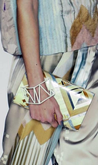 Estampas que mesclam glamour e toques urbanos nas bolsas da Sacada Miguel Schincariol / AFP