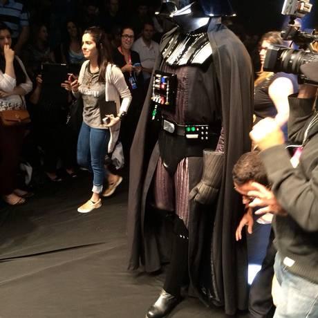 Darth Vader foi conferir as tendências da SPFW Foto: Gilberto Júnior