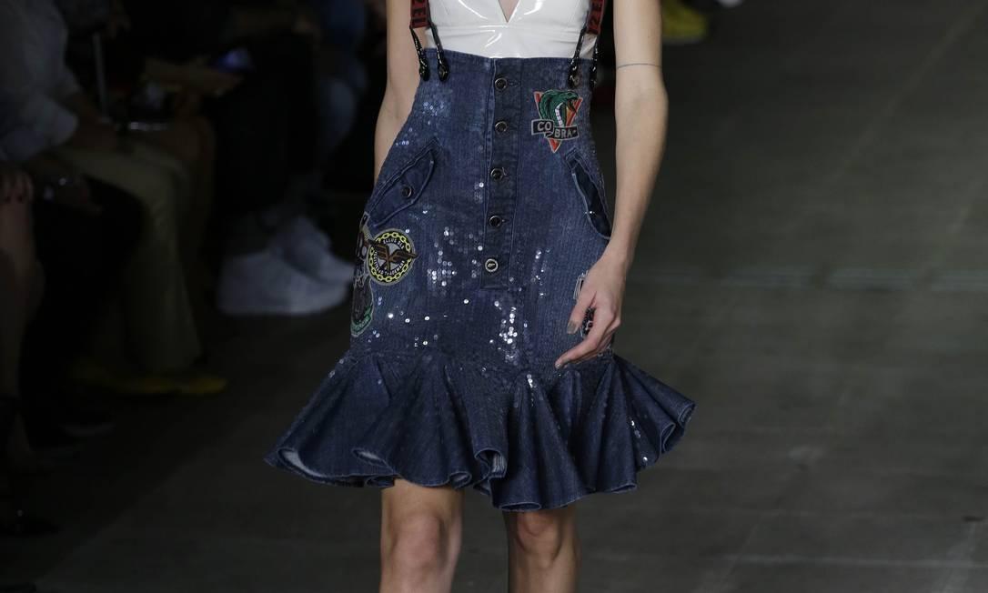 Já a Ellus foi buscar inspiração no streetwear para apresentar seu inverno. No detalhe, o sapato da grife Nelson Antoine / AP