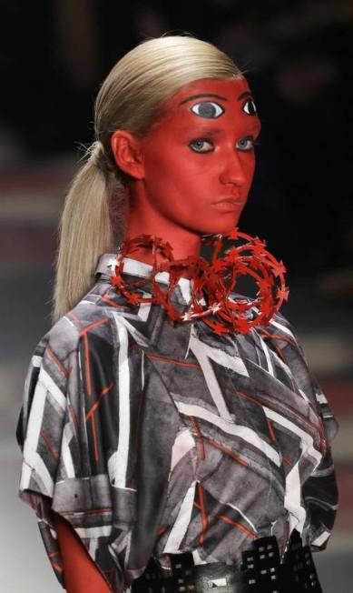 Preto, branco e vermelho foram basicamente as cores exploradas pelo estilista Ronaldo Fraga, que trouxe uma coleção inspirada na verticalização desenfreada das cidades brasileiras Nelson Antoine / AP
