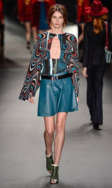 A Lilly Sarti fez uma espécie de retorno aos anos 60 e 70 para mostrar sua coleção de inverno. A marca trouxe calças flare, terninhos, tubinhos e túnicas, com o intuito de mostrar o estilo jetsetter da época Ze Takahashi / FOTOSITE
