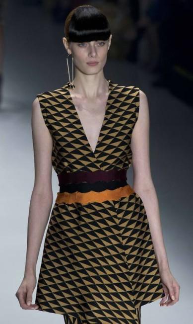 Especializada em tricô, a grife Lolitta trouxe um inverno inspirado no Egito Antigo, com direito a muitos geometrismos NELSON ALMEIDA / AFP