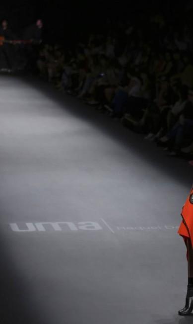 Nas passarelas, Uma Raquel Davidowicz mostrou ankle boots pretas NACHO DOCE / REUTERS