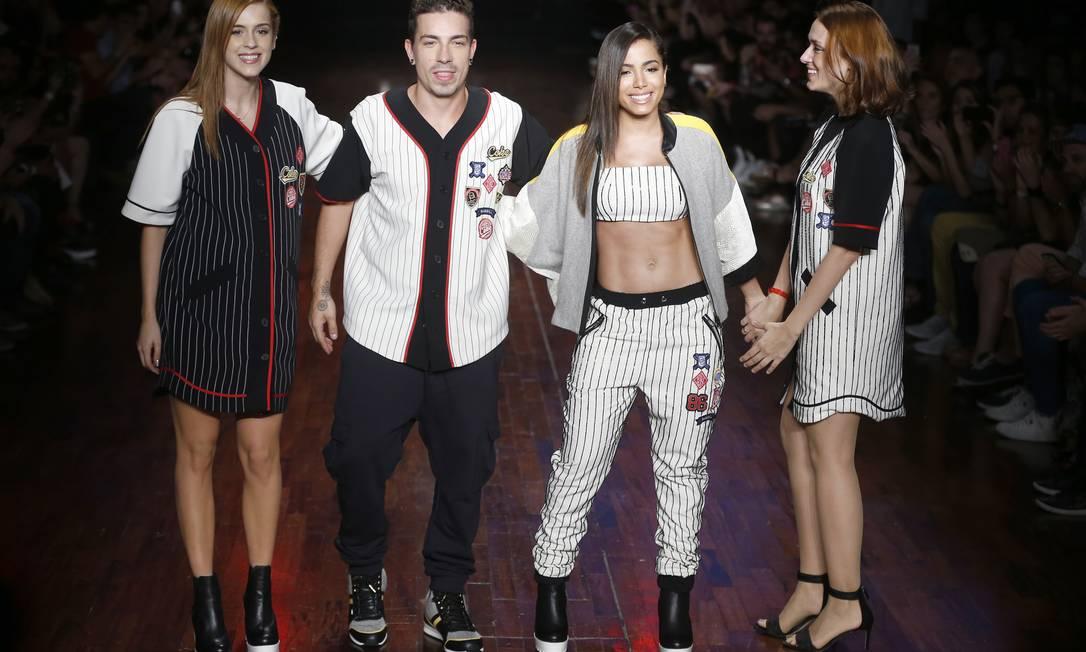 Desfilaram pela marca Sophia Abrahão, Di Ferrero e Anitta Alexandre Schneider / Alexandre Schneider