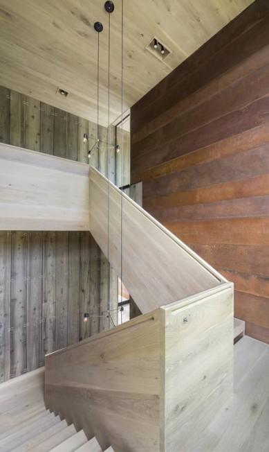 As paredes de aço perto da escadaria ajudam a deter os sons BATES MASI ARCHITECTS / NYT