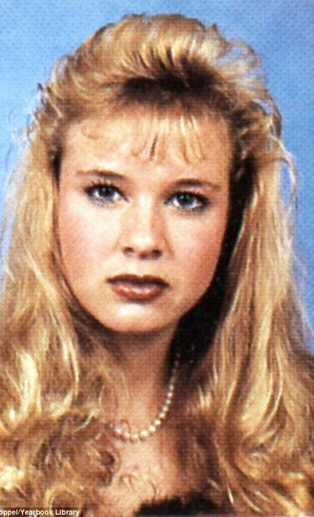 Aos 18 anos, Renée usava franha e um longo cabelo louro ondulado Foto: Reprodução/Seth Poppel/Yearbook Library