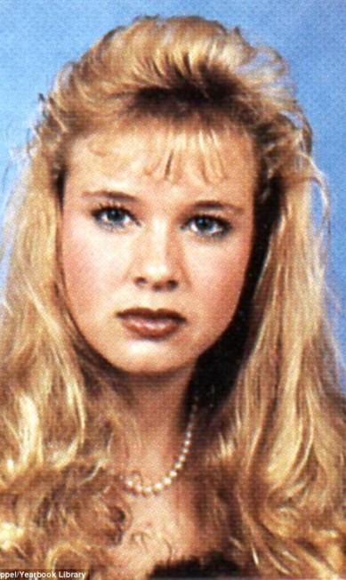Aos 18 anos, Renée usava franha e um longo cabelo louro ondulado Reprodução/Seth Poppel/Yearbook Library