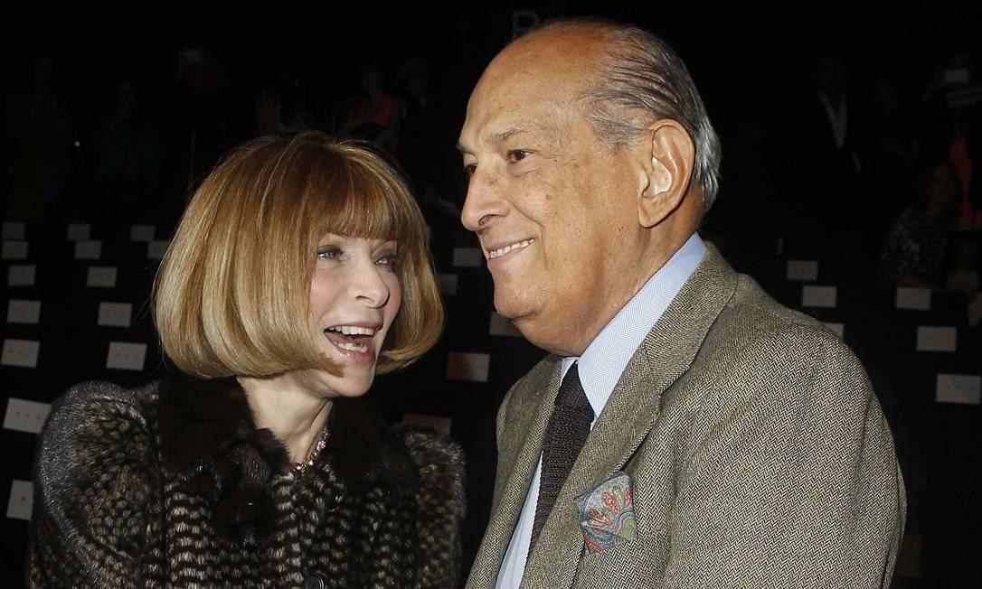 Anna Wintour e Oscar de la Renta eram bem próximos, segundo Maria Mendes Foto: CARLO ALLEGRI / REUTERS