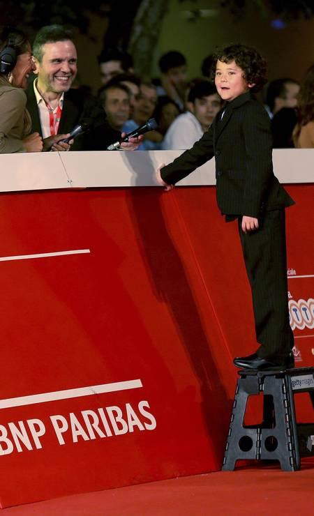 O ator Ken Brady precisou subiu num banquinho para dar entrevistas ALESSANDRO BIANCHI / REUTERS