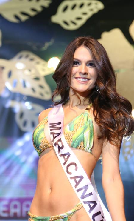 Durante o concurso de Miss Maracanaú 2014, vencido por ela. TV Jangadeiro / Divulgação / TV Jangadeiro / Divulgação