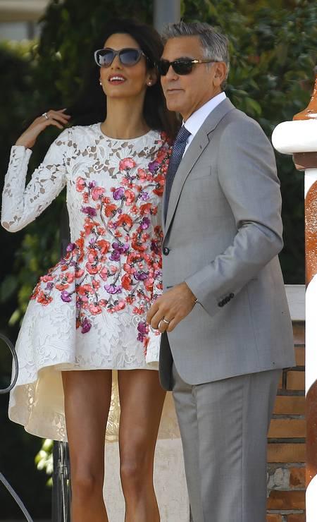 Aqui, Amal exibe o modelito no Hotel Cipriani STEFANO RELLANDINI / REUTERS