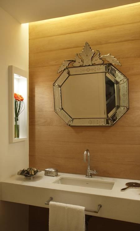 No lavabo, espelho é destaque Foto: divulgação / Divulgação