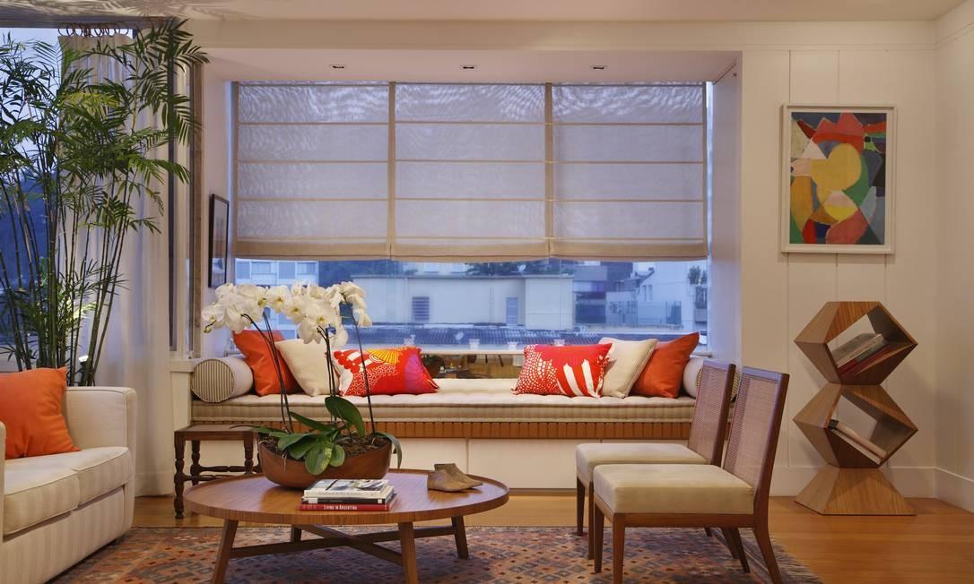 Vista da sala do apartamento, que recebeu menção honrosa da International Property Awards, instituição inglesa que todos os anos promove um concurso para escolher profissionais da área de arquitetura e decoração da África, Américas, Ásia, Caribe e Canadá Foto: MCA Studio / MCA Studio