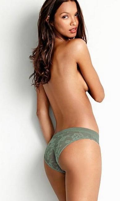 A top brasileira Lais Ribeiro também fez topless para divulgar a linha Body Divulgação