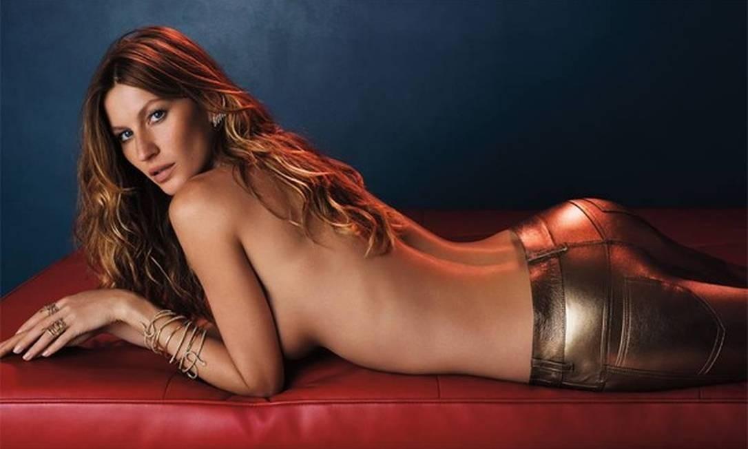 Gisele de topless e jeans coladinho? Foi assim que a top apareceu, superssensual, em nova campanha da marca de joias Vivara Foto: Divulgação