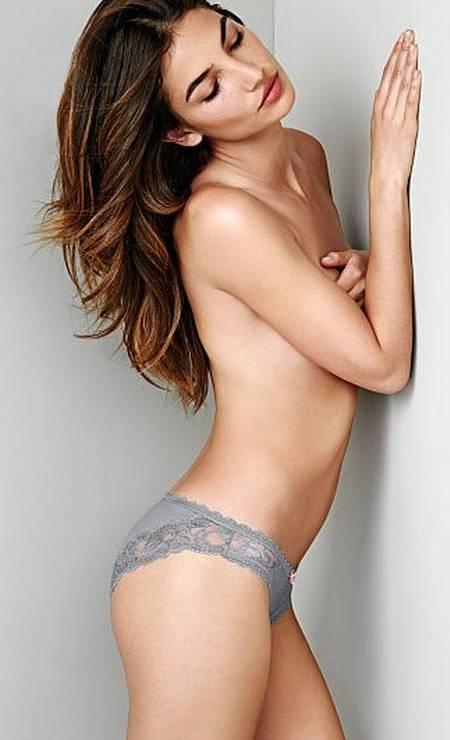 Lily Aldridge, casada com Caleb Followill, vocalista do Kings of Leon, é mais de topless Foto: Divulgação