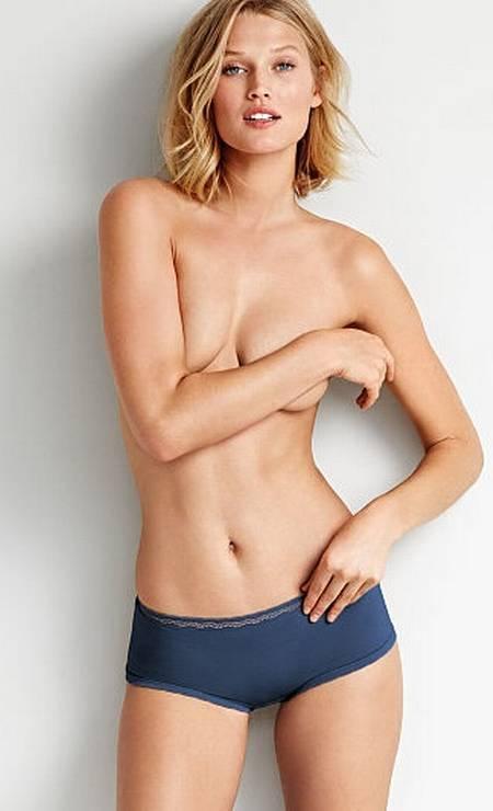 """A top alemã Toni Garrn, namorada do ator Leonardo DiCaprio, é uma das protagonista da campanha da linha Body, da Victoria's Secret. No clique, Toni, que ocupa o posto 22 do ranking das 50 modelos mais importantes do mundo do portal """"Models.com"""", aparece de topless Foto: Divulgação"""