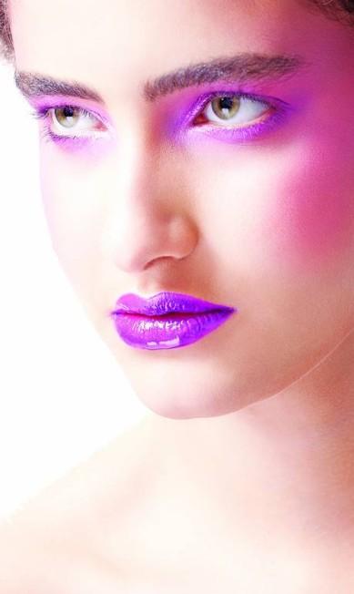 Na boca, a brincadeira fica garantida com dois extremos se destacando: o efeito mate ou o gloss, completamente molhado Brunel Galhego Ricci