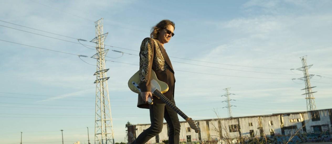 """Mestre. O guitarrista americano Robben Ford voltou à carga este ano com o álbum """"Into the sun"""" Foto: Divulgação/Piper Ferguson"""
