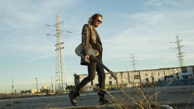 "Mestre. O guitarrista americano Robben Ford voltou à carga este ano com o álbum ""Into the sun"