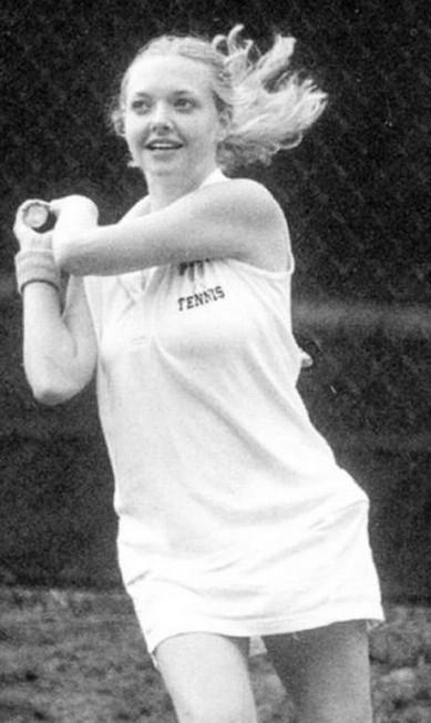 Amanda Seyfried também era adepta do tênis Reprodução / Anuário escolar