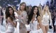 O desfile da Victoria's Secret está sendo quase tão aguardado em Londres quanto foi a contagem regressiva para o início das Olimpíadas em 2012. Tudo por conta das modelos que estarão no show, que acontecerá no início de dezembro. As tops também devem estar ansiosas para exibirem suas curvas na passarela da grife de lingerie. Até porque das 21 que aparecem na lista das modelos mais ricas de 2014 segundo a revista Forbes, 16 desfilam ou já desfilaram para a marca