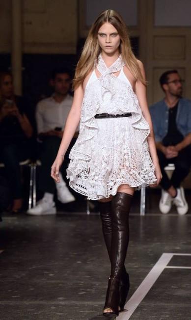 Cara Delevingne para a Givenchy primavera/verão 2015 BERTRAND GUAY / AFP