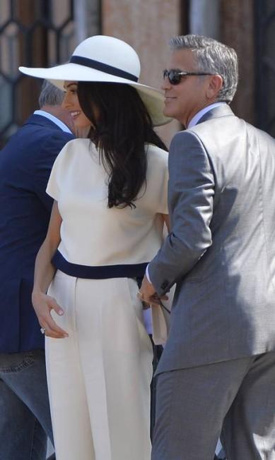 O casal era só sorrisos para os fotógrafos ANDREAS SOLARO / AFP