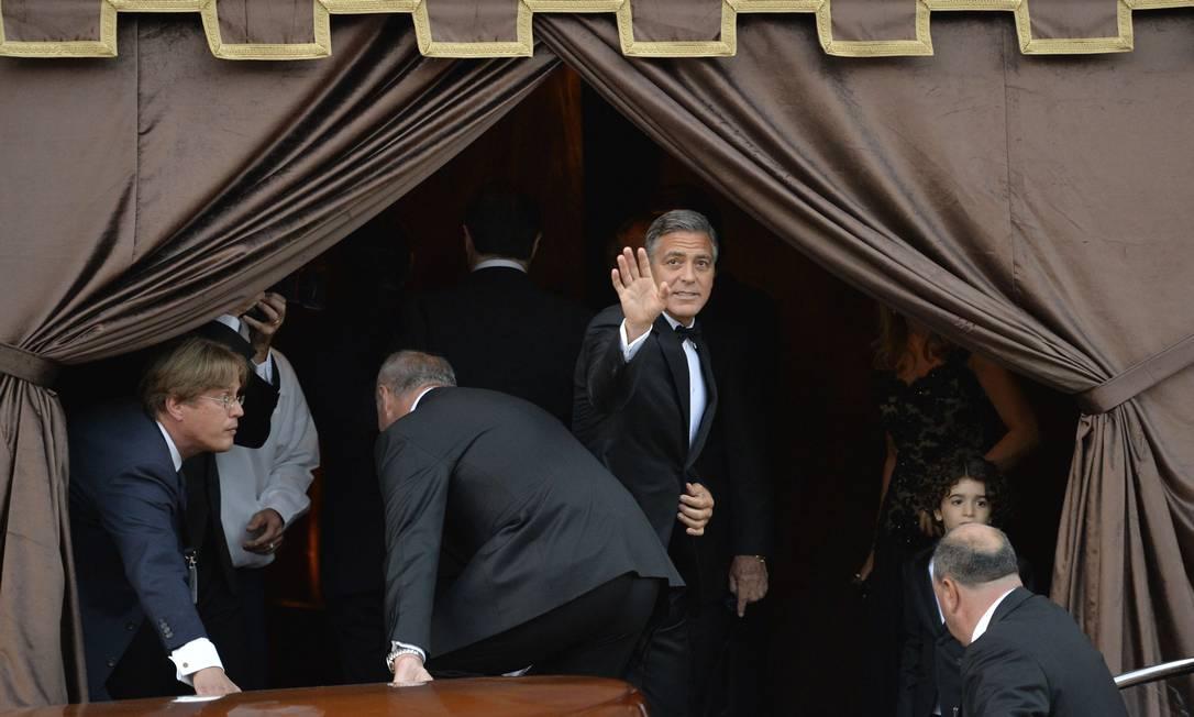 Clooney chega ao Hotel Aman, onde comemorou a troca de alianças após a cerimônia ANDREAS SOLARO / AFP