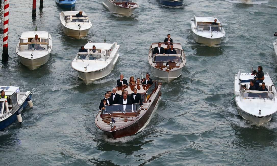 "George Clooney e amigos no ""trânsito"" de Veneza STEFANO RELLANDINI / REUTERS"