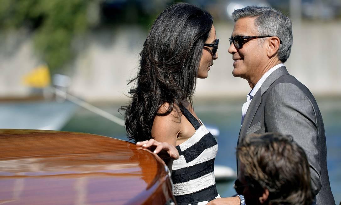 Na sexta-feira, Clooney e sua noiva, Amal Alamuddin, chegaram sorridentes em Veneza e demonstraram que estão em clima de romance antes do casamento ANDREAS SOLARO / AFP