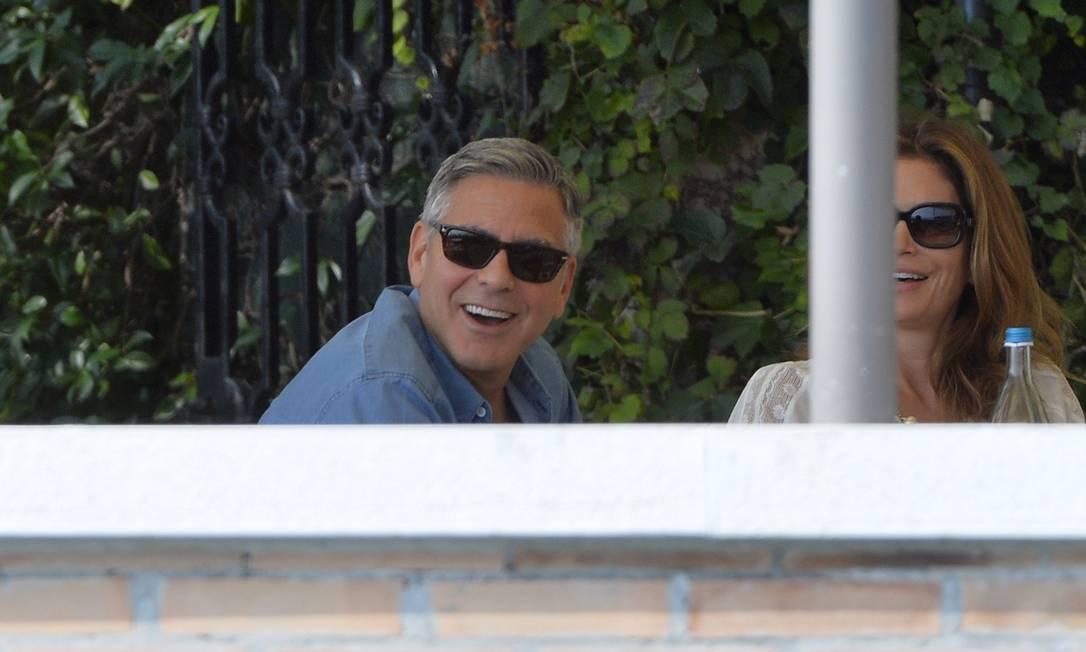 O ator não se incomodou com a enorme presença de paparazzi ANDREAS SOLARO / AFP
