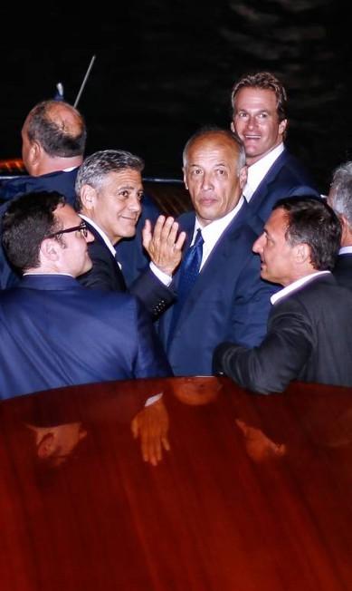 O galã foi visto com o pai e alguns amigos em uma balsa, durante a noite Pierre Teyssot / AFP