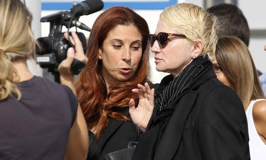 A atriz Ellen Barkin é outra que foi vista desembarcando ALESSANDRO BIANCHI / REUTERS