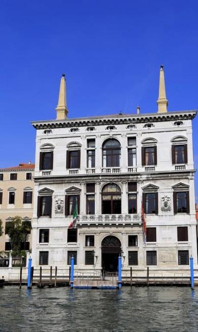 A fachada do hotel Aman, onde rumores dão conta que acontecerá a celebração Pierre Teyssot / AFP