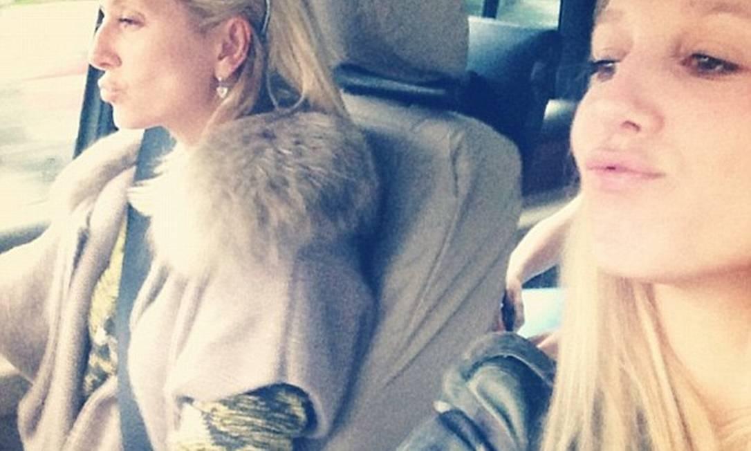 A mãe de Olympia, Marie-Chantal (à esquerda), é filha do bilionário americano Robert Warren Miller, co-fundador do duty-free Instagram