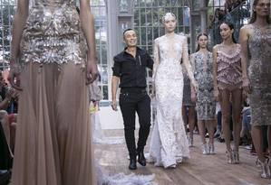 Julien Macdonald e o vestido milionário Foto: Joel Ryan/Invision/AP / Joel Ryan/Invision/AP