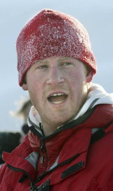 Harry durante expedição à ilha de Spitsbergen, entre a Noruega e o Polo Norte, em 2011 POOL/David Cheskin / REUTERS