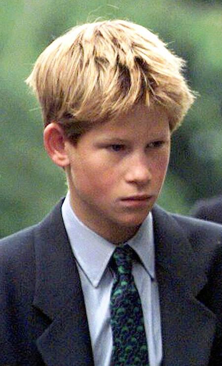 Em 1998, na Escócia, durante cerimônia que marcou um ano da morte de Lady Di, morta em um acidente de carro em agosto de 1997 Foto: Mike Stephen / AP Photo/Mike Stephen/NS ROTA