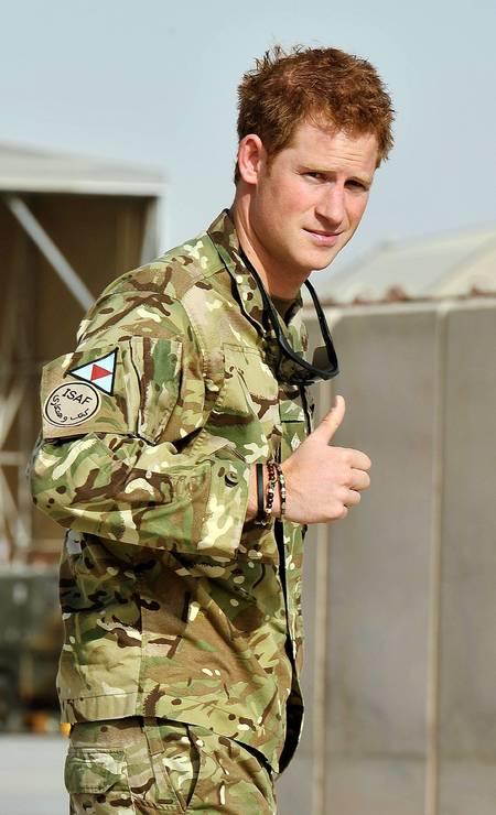 Em 2012, durante missão militar no Camp Bastion, no Afeganistão. Ele serviu ao exército britânico como piloto de helicóptero por quatro anos Foto: JOHN STILLWELL / AFP
