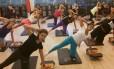 Aula de Board Pilates, em que os exercícios são feitos em uma prancha instável